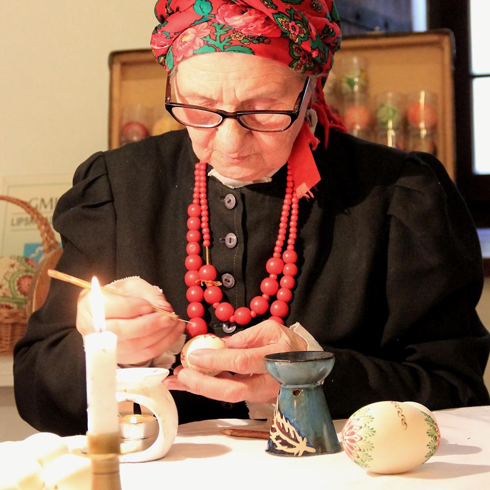 Krystna Cieśluk, pisankarka z Lipska, fot. Kazimierz Kraczoń