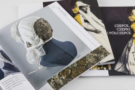 Czepce, czepki i półczepce. Nowe wydawnictwo Muzeum Górnośląskiego w Bytomiu