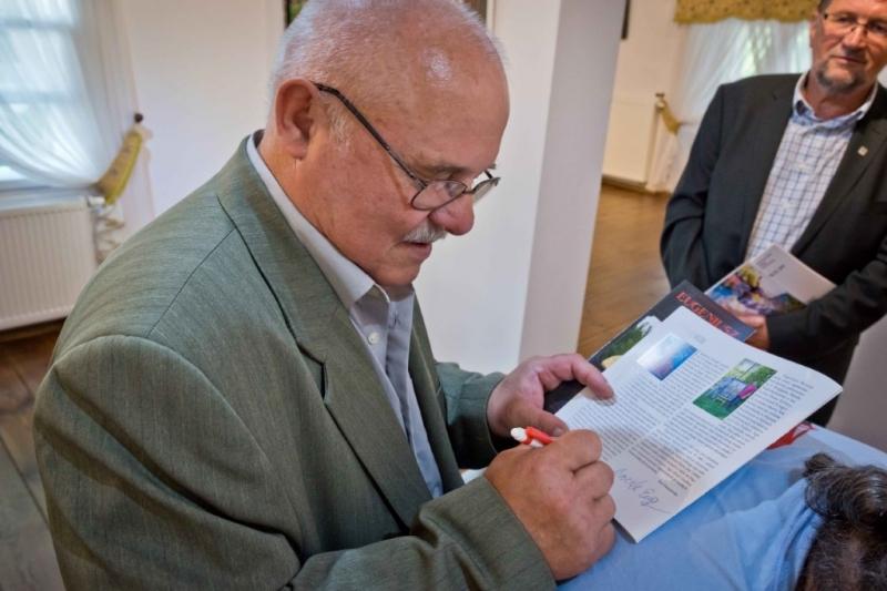 Eugeniusz Brożek podczas wernisażu, fot. Mariusz Łężniak