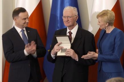 """Jerzy Bartmiński laureatem nagrody """"Zasłużony dla Polszczyzny"""""""