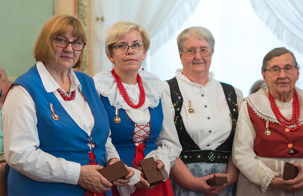 Twórczynie ludowe uhonorowane Odznaką honorową Zasłużony dla Kultury Polskiej, od lewej: Aleksandra Zawadzka; Krystyna Zagrabska; Maria Kubik; Eugenia Wieczorek, fot. M. Borny