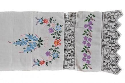 Naukowcy i studenci szukają tradycyjnych ręczników obrzędowych