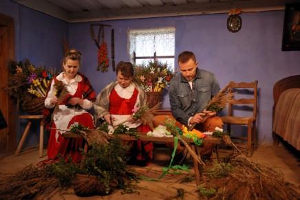 """Twórcy programu """"Zakochaj się w Polsce"""" odwiedzili skansen w Sierpcu"""