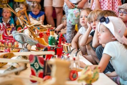 Tradycyjne zabawki i zabawy dziecięce. Otwarcie wystawy w Nowym Sączu