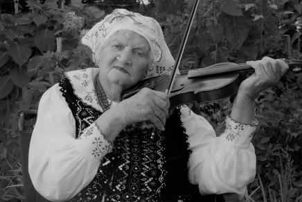 "Odeszła Albina Kuraś. Liderka ""Kapeli Kurasie"" miała 94 lata"