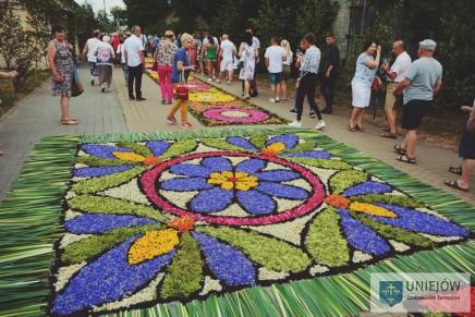 Seminarium poświęcone tradycji układania kwietnych dywanów