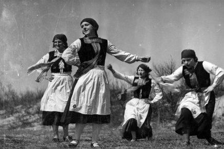 Od folkloru tanecznego do folku. Nadbałtyckie Centrum Kultury zaprasza na wystawę